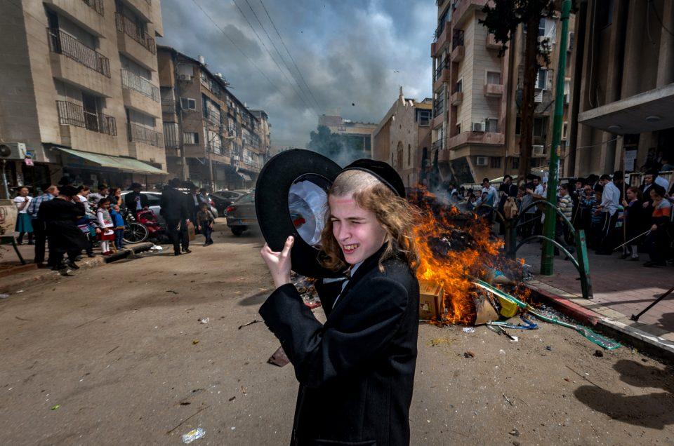 BOY_FIREcIlanburla street photography israel